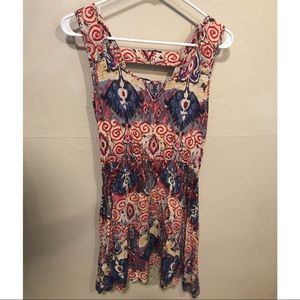 Dresses & Skirts - Colorful patterned dress with back detail
